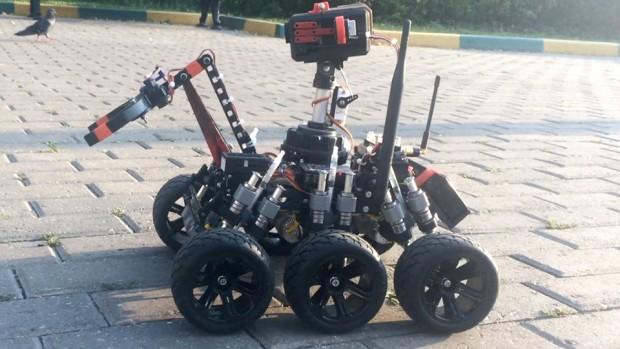 moon_one_3d_printed_remote_controlled_rover_by_michael_larkin_2