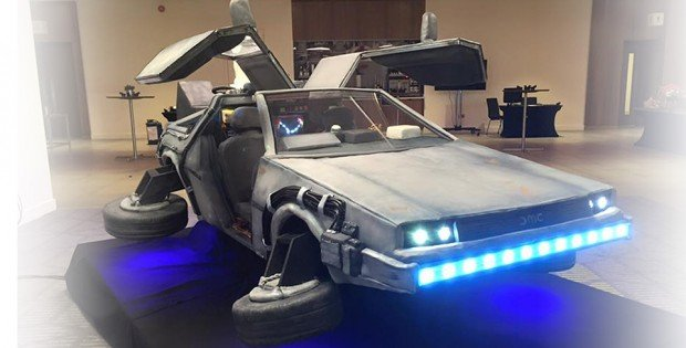 back_to_the_future_delorean_time_machine_cake_by_tattooed_bakers_1