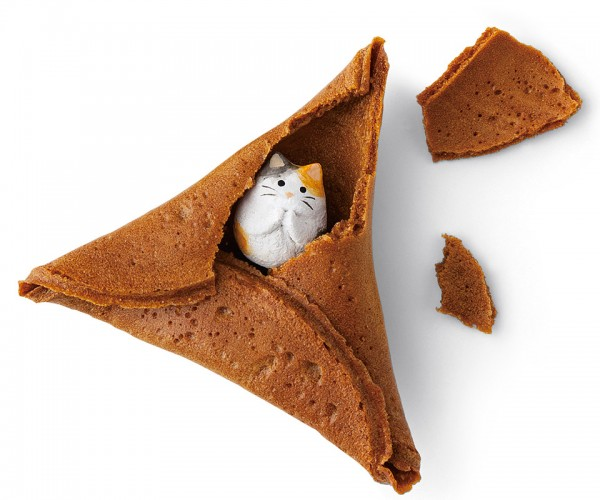 Fortune Cookies Stuffed with Cats Hit Japan