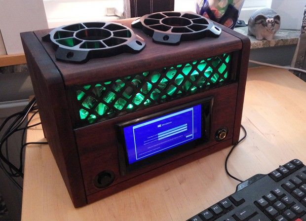 fallout_tube_radio_pc_casemod_by_robbaz_1
