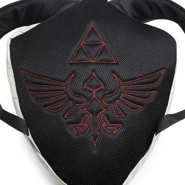 official_nintendo_legend_of_zelda_hylian_shield_backpack_thinkgeek_4