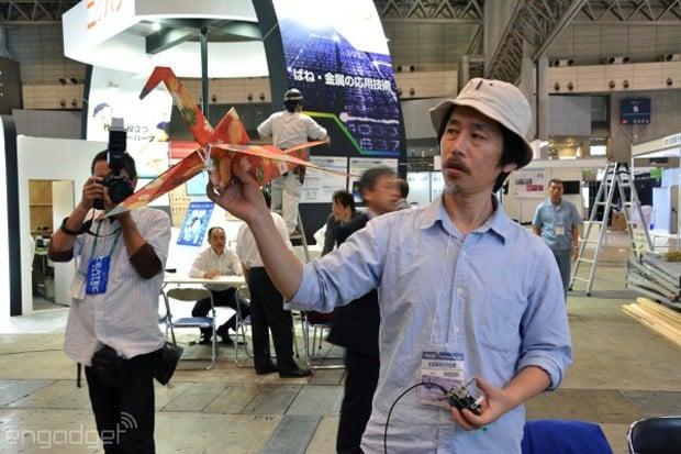 orizuru_remote_controlled_flying_paper_crane_by_rohm_1