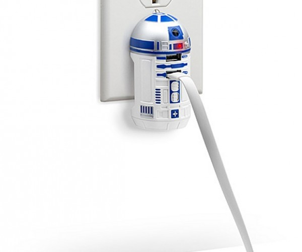 R2-D2 USB Wall Charger: Powered by Droid