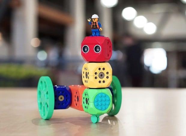 robo_wunderkind_modular_robot_kit_1