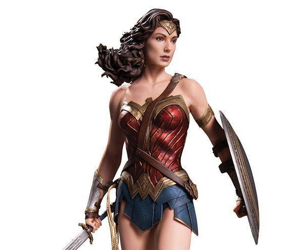 Gal Gadot Wonder Woman Statue Has a Lasso of Hotness