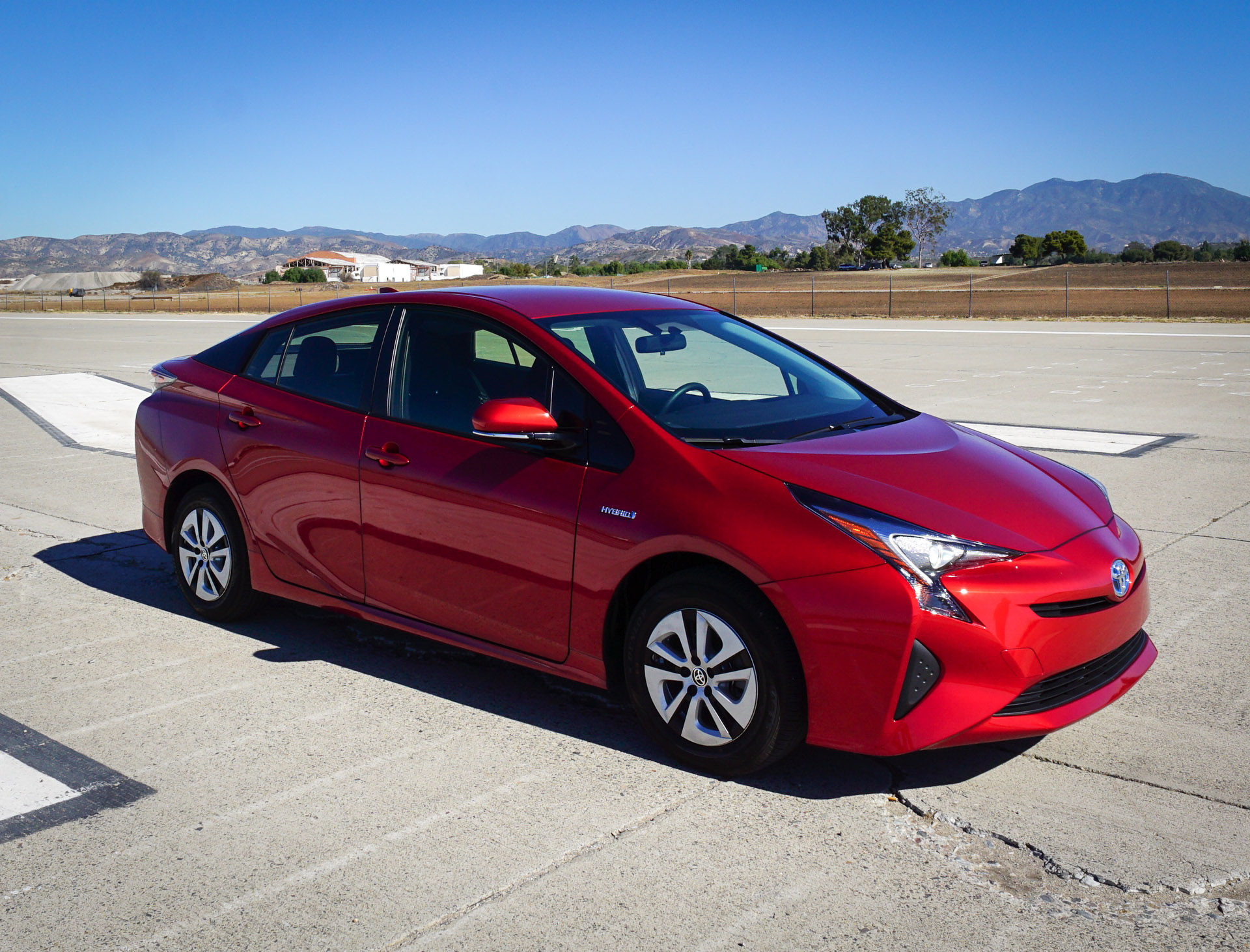 review the 2016 toyota prius is a marvel of modern engineering technabob. Black Bedroom Furniture Sets. Home Design Ideas