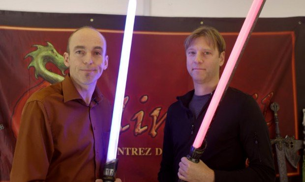 calimacil_LED_foam_lightsaber_1