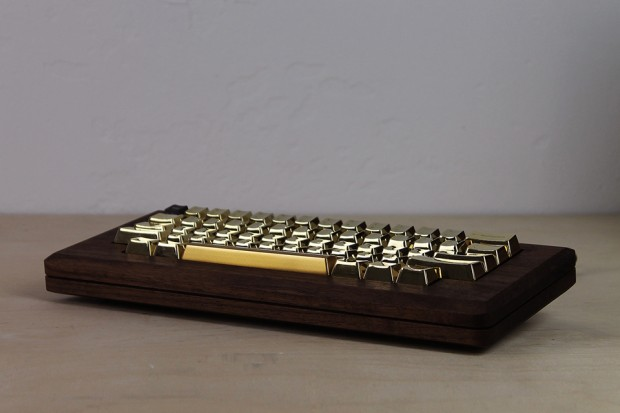 macintosh_128k_wood_replica_golden_apple_by_love_hulten_8