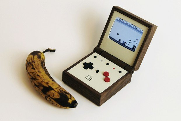 pixel_vision_retro_portable_game_system_by_love_hulten_1