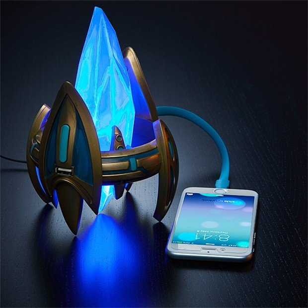 starcraft_ii_pylon_usb_charger_by_thinkgeek_1