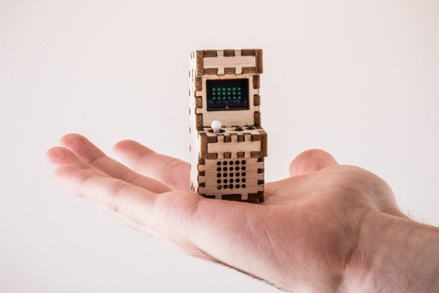 tiny_arcade_arduino_machine_by_tiny_circuits_1