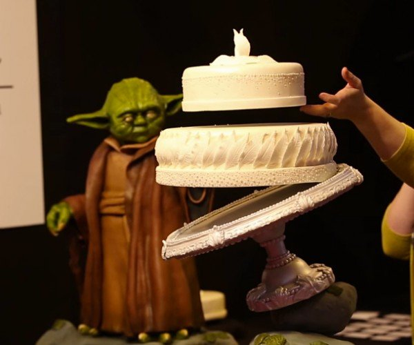 Yoda Cake with Floating Wedding Cake: A Jedi Craves This Thing