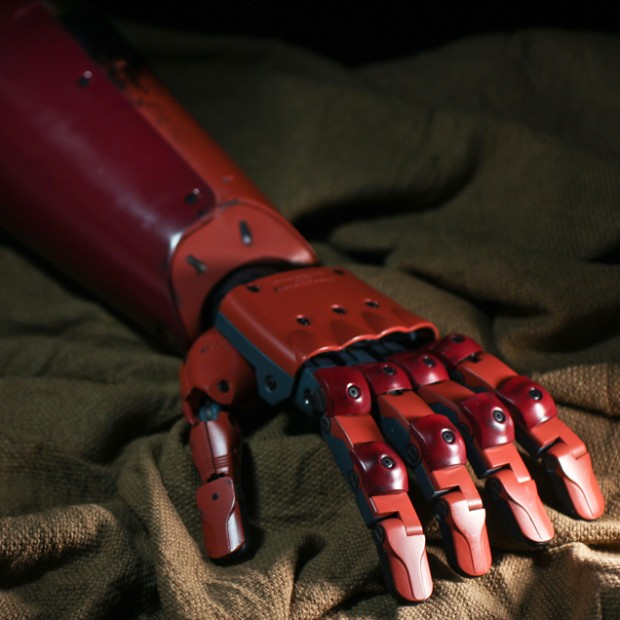 metal_gear_solid_v_life_size_bionic_arm_by_sentinel_2