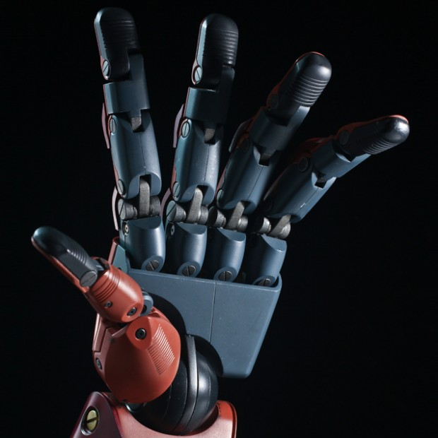 metal_gear_solid_v_life_size_bionic_arm_by_sentinel_4