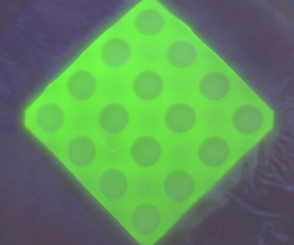 Prototype Bandage Glows under UV Light When it Detects Harmful Bacteria