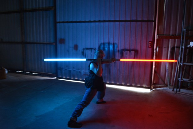 valence_saber_bluetooth_lightsaber_replica_2
