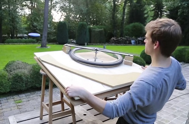 drill_powered_frisbee_launcher_by_La_Fabrique_DIY_1