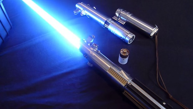 graflex_saber_skywalker_lightsaber_prototype_by_martin_beyer_2