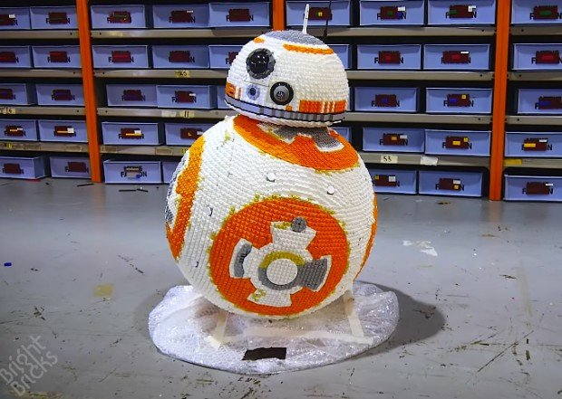 life_size_lego_bb-8_by_bright_bricks_1