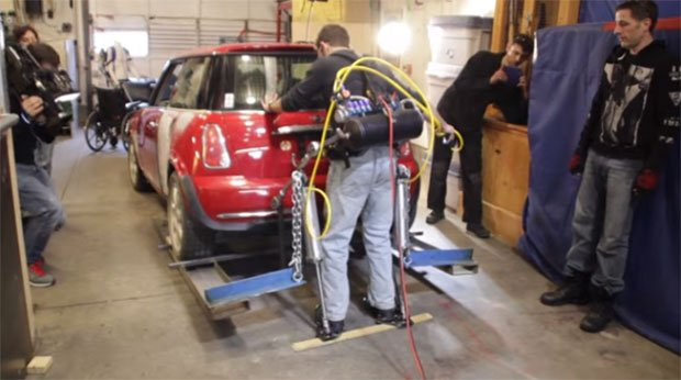 Diy Exoskeleton Lifts The Rear Of A Mini Cooper Technabob