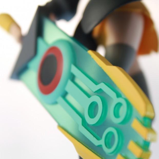 transistor_red_figurine_6