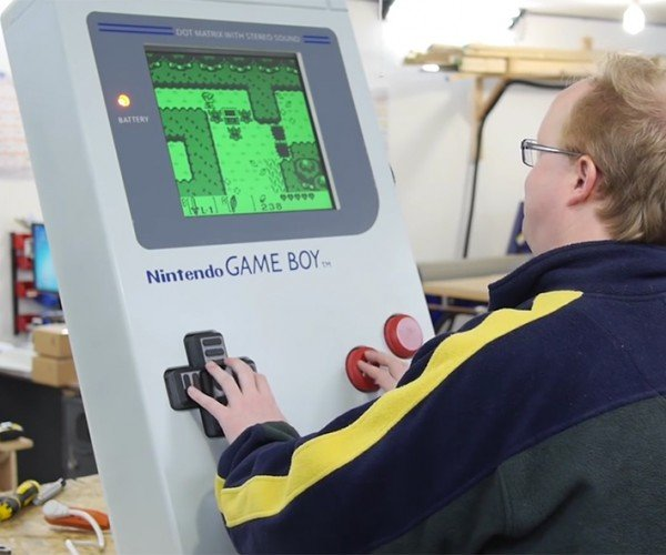 Ben Heck's Giant Game Boy Runs On An Actual Game Boy: Nestendo