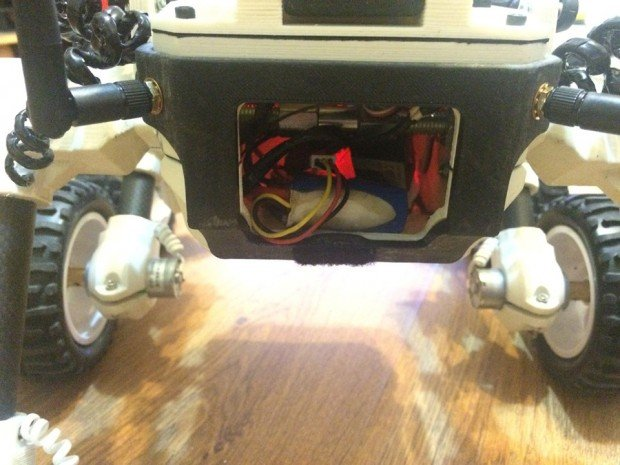 diy_3d_printed_remote_controlled_waterproof_rover_by_misha_larkin_3