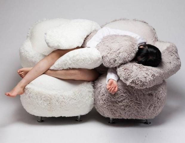 free_hug_sofa_1