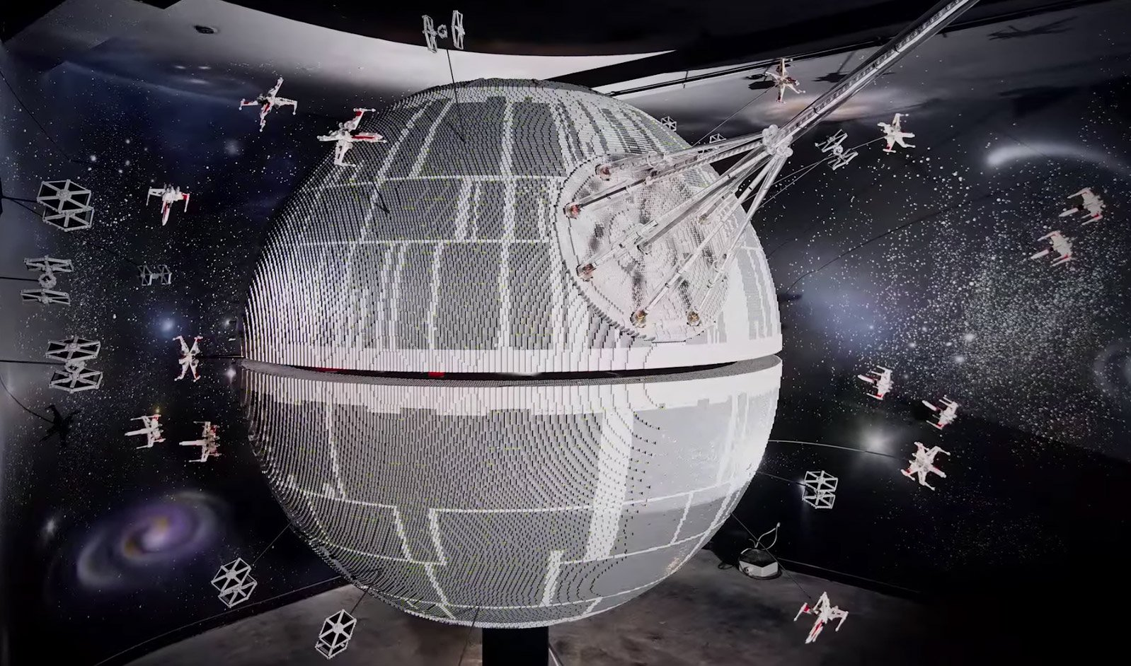 500,000 Brick LEGO Death Star at LEGOLand Windsor - Technabob