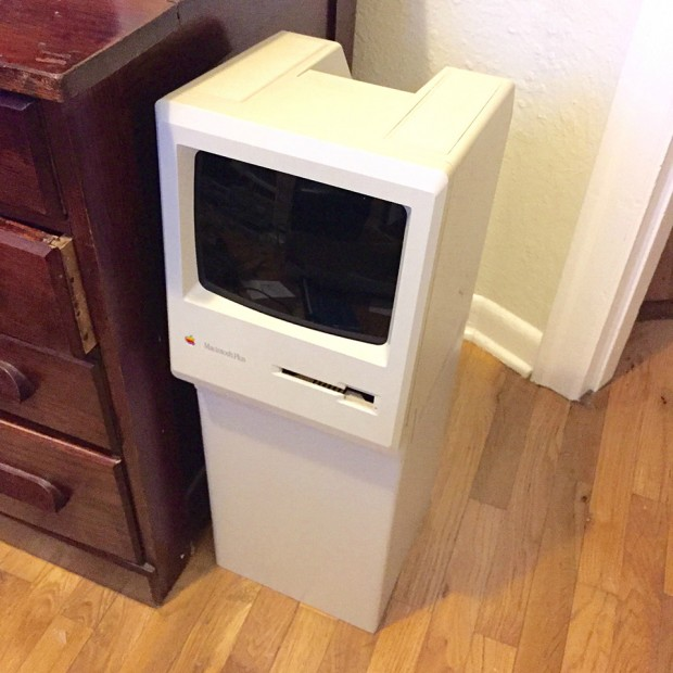 macintosh_classic_trash_bin_by_HaHaBird_1