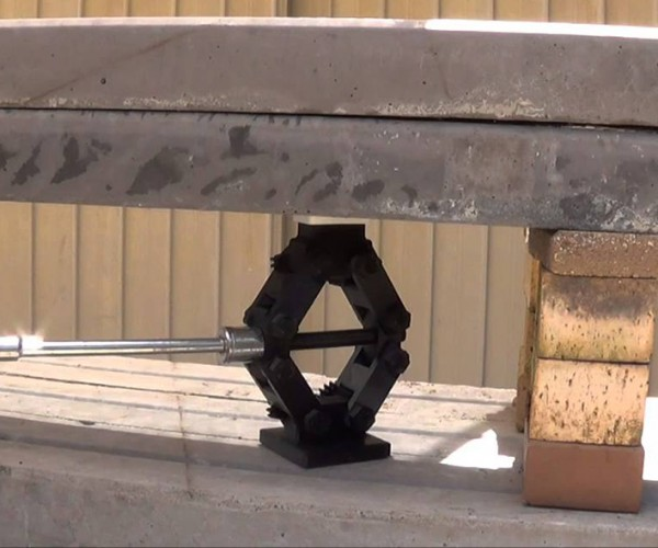 Fully 3D-Printed Scissor Jack Does Lift, Bro