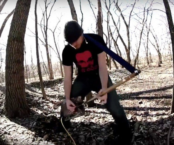 Guy Turned a Garden Shovel into a One-string Electric Guitar