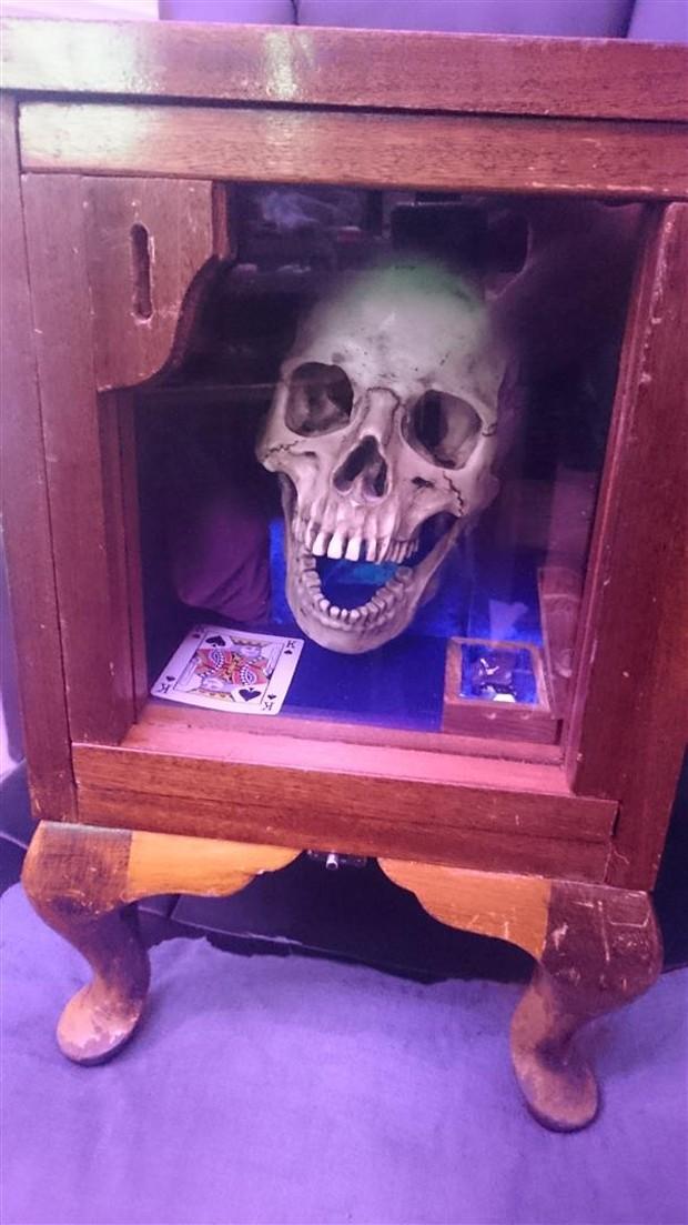 singing_skull_piggy_bank_by_qvm_1