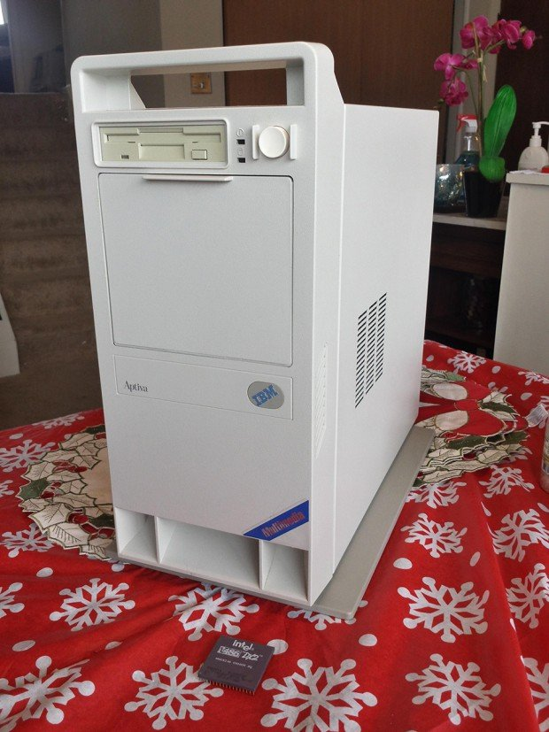 90s Pc Case Mod Hides Powerful Gaming Computer Inside