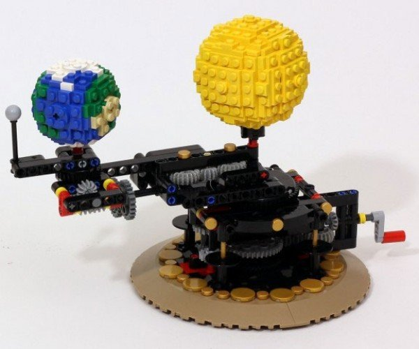 LEGO Earth, Sun and Moon Orrery : LEGOrrery