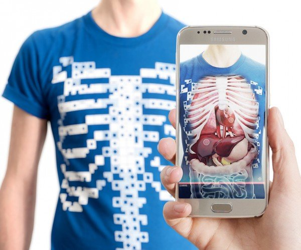 T-shirt that Reveals a 3D Model of the Human Torso: Virtuali-Tee