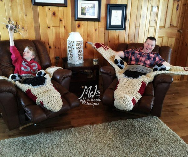 Stay on Target with These Crocheted X-Wing Fighter Blankets