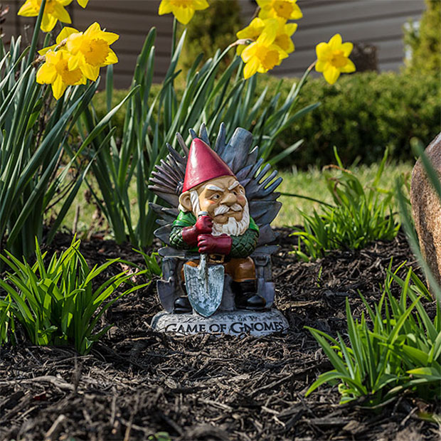Game of gnomes garden gnome weeds are coming technabob for Game of thrones garden ornaments