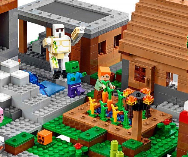 LEGO Minecraft Village Set Has 1600 Pieces