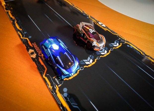 anki_overdrive_race_cars_7