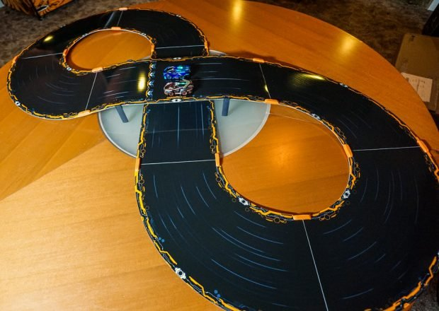 anki_overdrive_race_cars_9