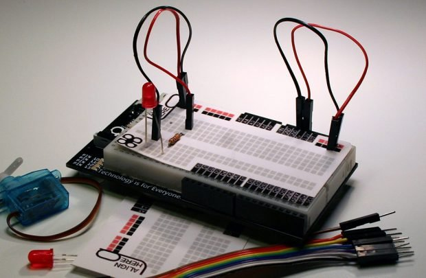 breadbro_arduino_uno_with_solderless_breadboard_3