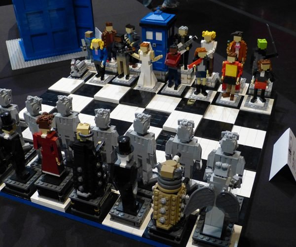 LEGO Doctor Who Chess Set: Bricky Brocky Checky Matey