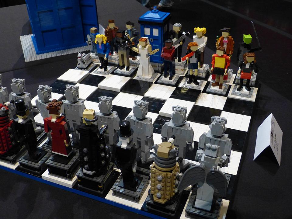 LEGO Doctor Who Chess Set: Bricky Brocky Checky Matey