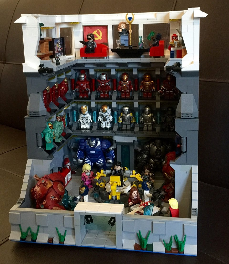 custom lego iron man lab the iron bank technabob. Black Bedroom Furniture Sets. Home Design Ideas