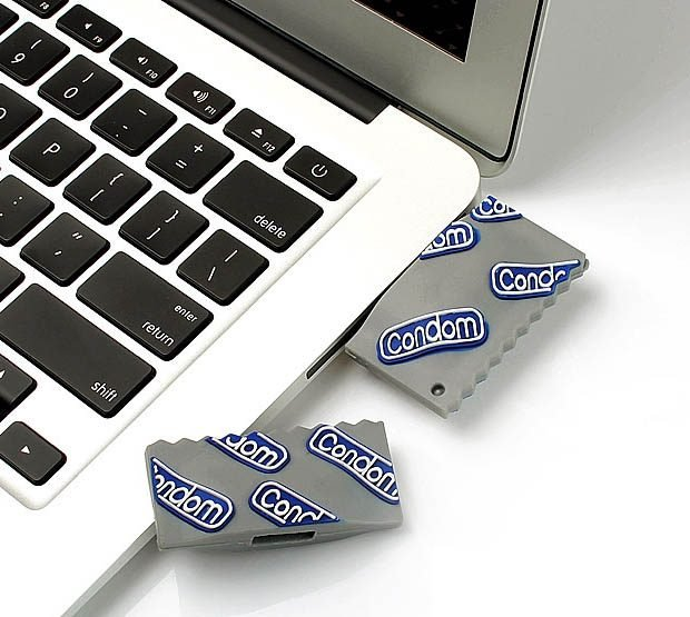 condom_flash_drive_2