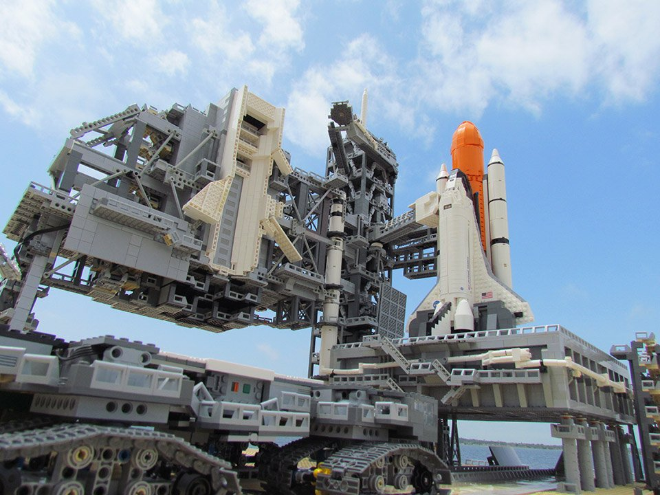 this lego space shuttle is out of this world technabob. Black Bedroom Furniture Sets. Home Design Ideas