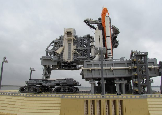 lego_space_shuttle_model_2