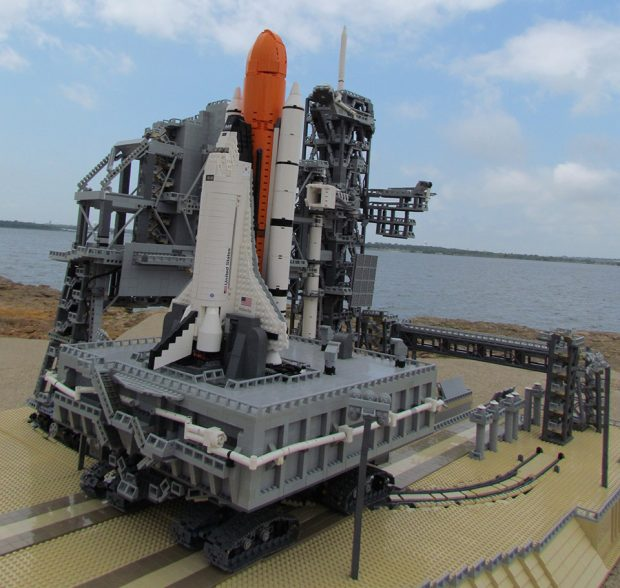 lego_space_shuttle_model_3