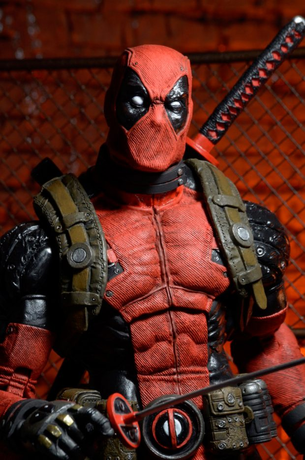 neca_deadpool_quarter_scale_action_figure_4
